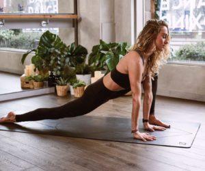 woman flexing her legs 1882005